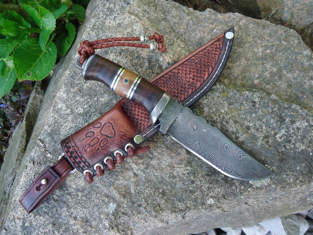 Nůž z damaškové oceli